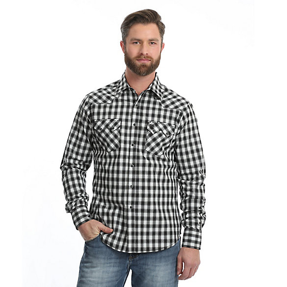 de38032f647 Men s Wrangler Retro® Long Sleeve Sawtooth Snap Pocket Plaid Shirt ...