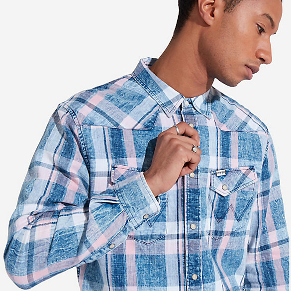Men's Wrangler® Born Ready Long Sleeve Western Snaps Acid Wash Plaid Shirt