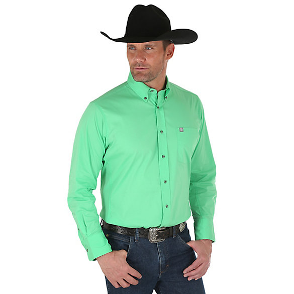 Men's Wrangler® Performance Long Sleeve Button Down Solid Shirt