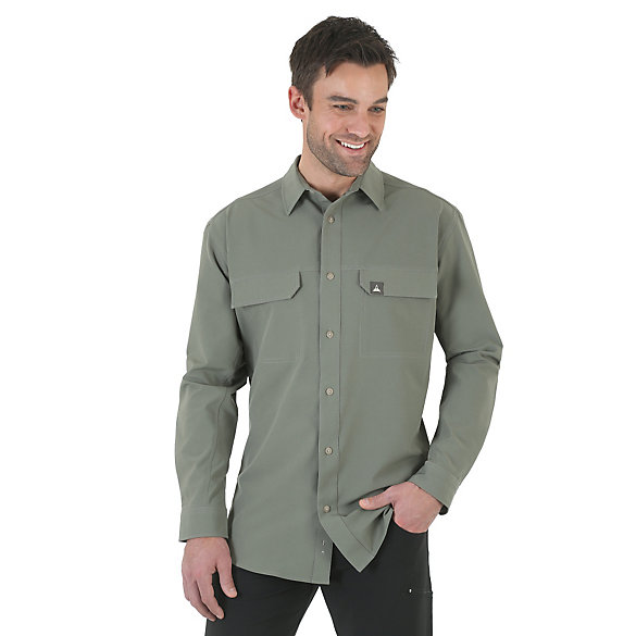 Wrangler Rugged Wear® All-Terrain Long Sleeve Spread Collar Flap Pockets Performance Solid Shirt